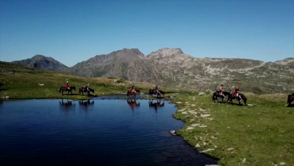 Randonnée à cheval - lacs des Pyrénées
